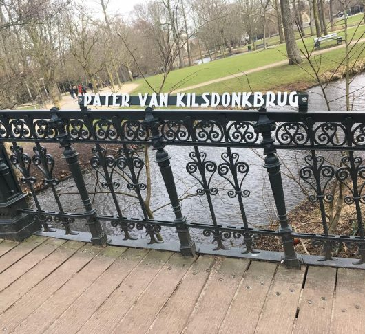 Brug in Amsterdam genoemd naar pater Jan van Kilsdonk