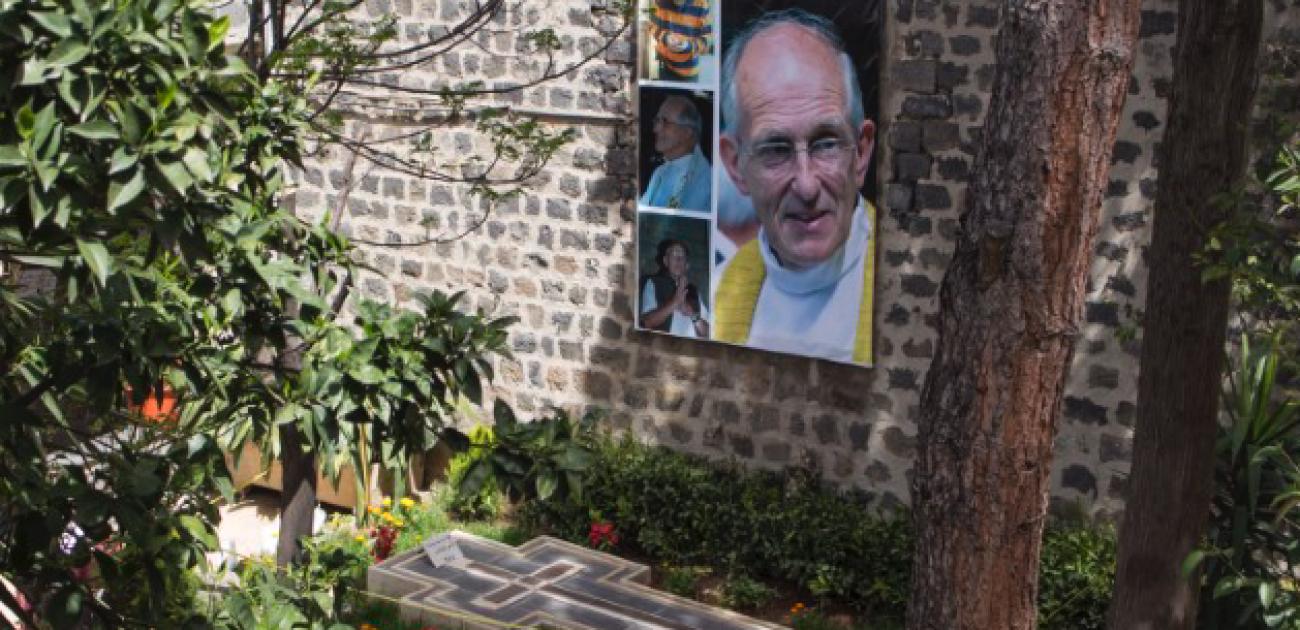 Eerste videobeelden van het graf van pater Frans van der Lugt sj 1