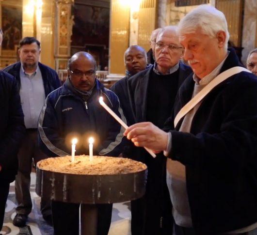 Eindresultaat van twee onderscheiden over jezuïetentoekomst overgedragen aan paus