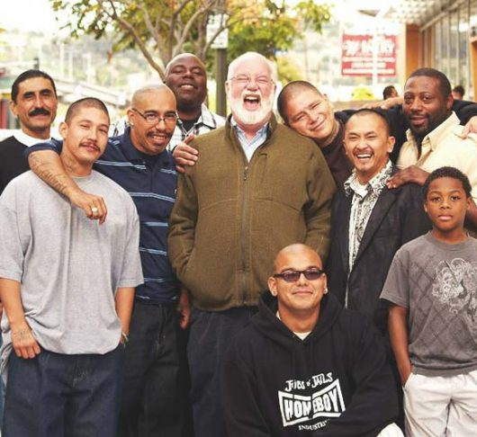 Greg Boyle sj biedt werk aan 500 ex-bendeleden 1