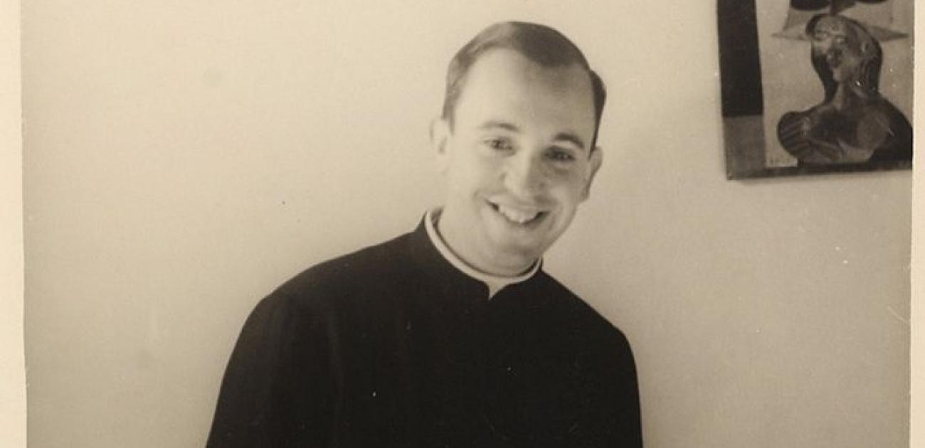 Paus Franciscus brengt hulde aan zijn spirituele vader