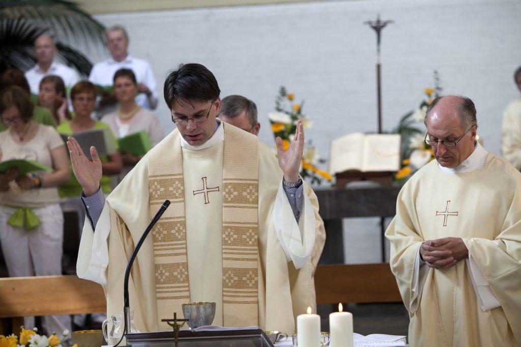 Priesterwijding Walter Ceyssens sj 9