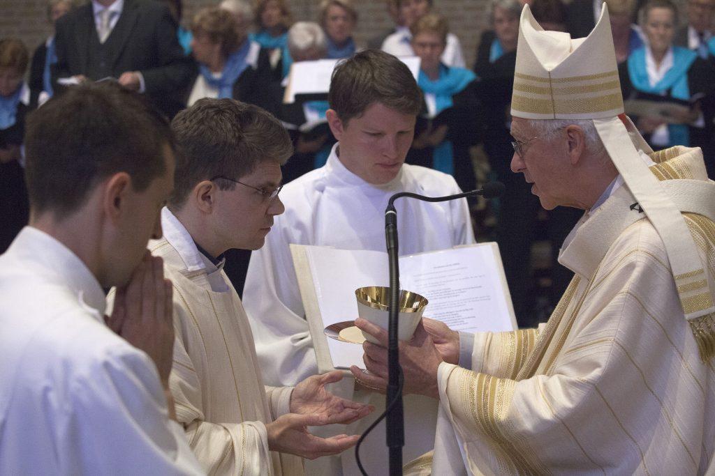 Priesterwijding Wouter Blesgraaf sj 1