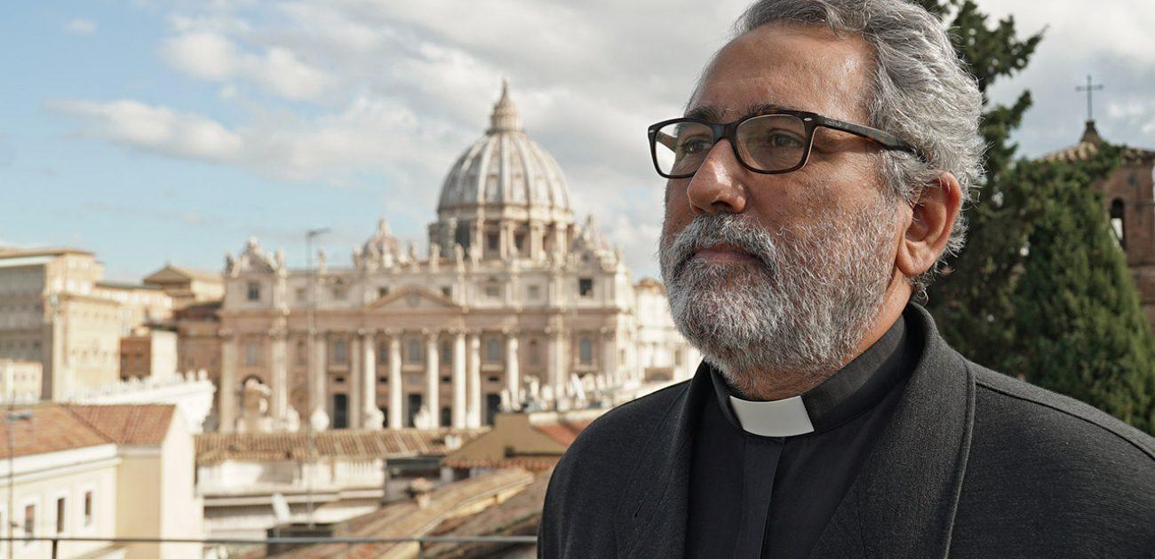Wie is de Spaanse jezuïet die verantwoordelijk wordt voor Vaticaanse financiën?